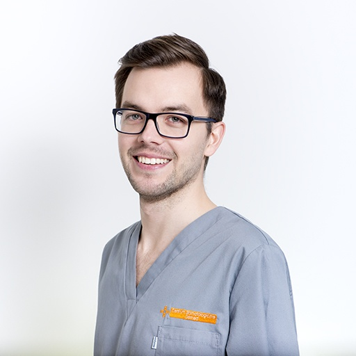 lekarz stomatolog Tomasz Mazur